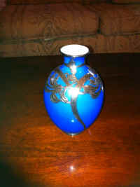 ART GLASS VASE.JPG.jpg (53222 bytes)