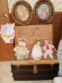 COLLECTIBLE DOLLS.JPG.jpg (125822 bytes)