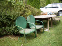 GREEN PATIO FURNITURE.JPG.jpg (183151 bytes)
