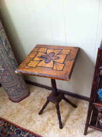 INLAID END TABLE.JPG.jpg (71746 bytes)