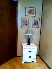 WHITE WALL TABLE.JPG.jpg (64111 bytes)