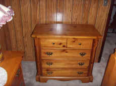 Low 4 Drawer Chest.JPG (69132 bytes)