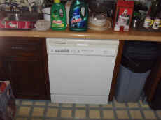 Whirlpool Dishwasher.JPG (59699 bytes)