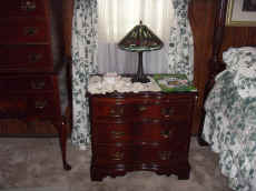 queen anne chest.JPG (75384 bytes)