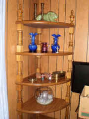 corner shelf.jpg (85586 bytes)