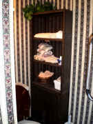 wicker bathroom shelf unit.jpg (91570 bytes)