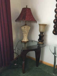 end table and lamps.jpg (70631 bytes)