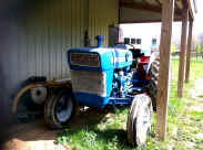ford tractor.jpg (151773 bytes)