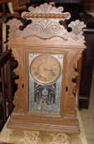 Antique Mantle Clock.jpg (80467 bytes)