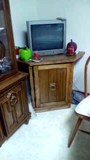 small tv and stand.jpg (74440 bytes)
